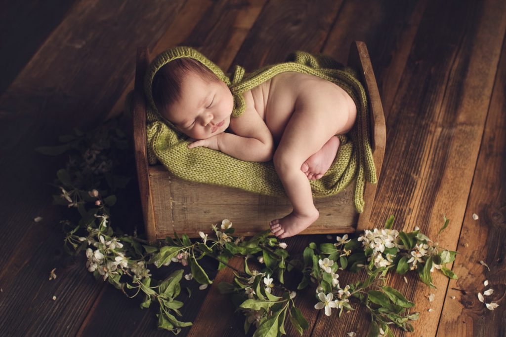 Newborn photographer Dubai UAE Monika Wasylewska